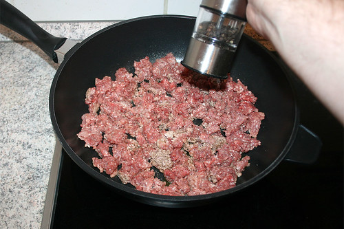 23 - Hackfleisch würzen / Season ground meat