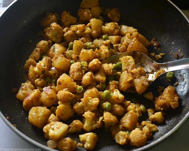 Aloo Gobi Mutter Masala