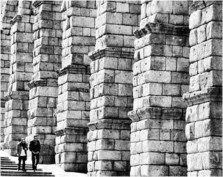 Bild av Acueducto de Segovia nära Segovia. city cidade bw blancoynegro monocromo spain arquitectura espanha europa europe ciudad bn romano segovia acueducto espagne arquitecture urbe virado castillayleon acueductodesegovia castillaleon esppaña