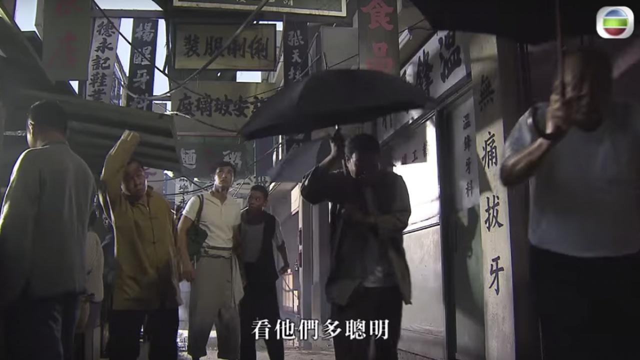 《城寨英雄》有很多在廠景拍攝的部份,但竟然能夠做出城寨街巷的空間感,抵讚! (mytv截圖)