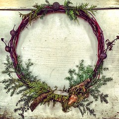 #rutilatedquartz #blackraspberry #balsam #cedar #moss #wreath #homemade #feelingcrafty