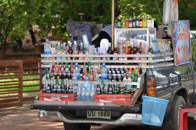 Puestecillo con bebidas y comida lowcost en Ayutthaya