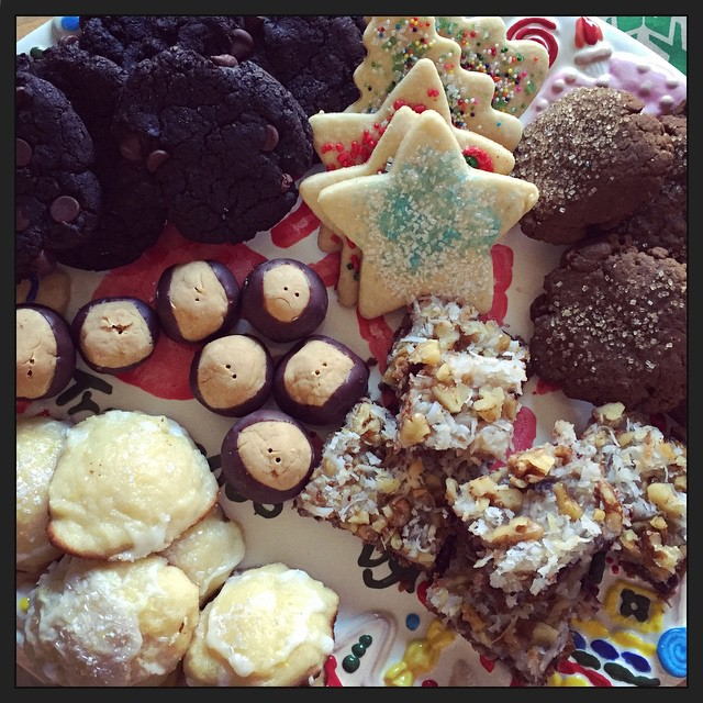 Our Christmas cookie tray (hand painted by @bluebirdlegacy 9 years ago!), aka breakfast, filled with #vegan cookies. #taralovesChristmas #taralovesmornings
