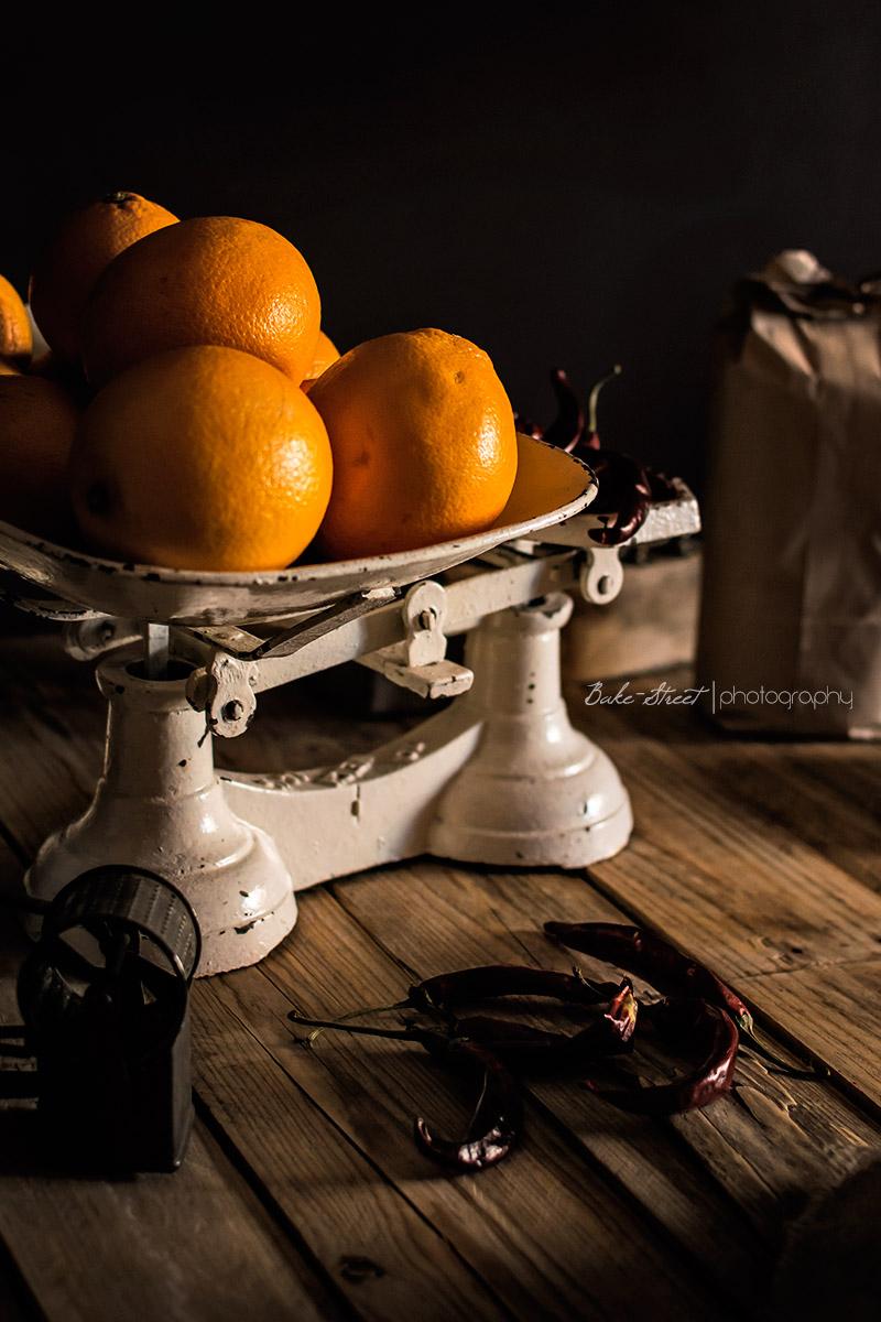 Pan de masa madre con naranjas confitadas y chile rojo