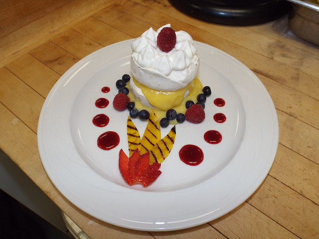 Mini pavlova and lemon curd