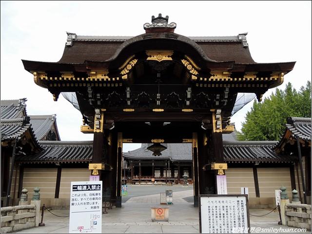 西本願寺。御影堂門