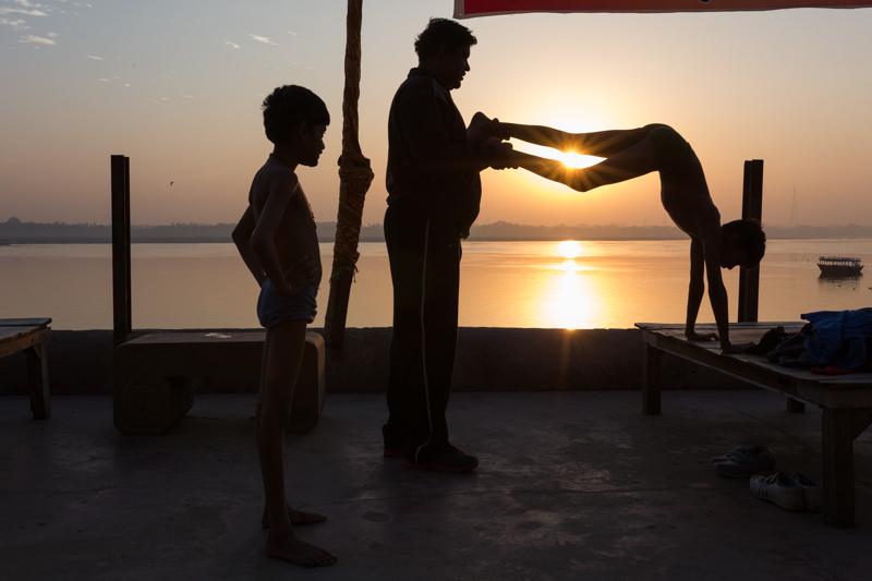 Push-ups, Varanasi