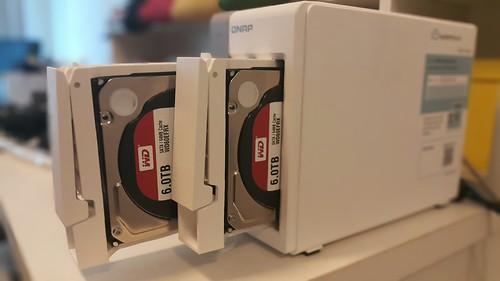 อย่างที่บ้านผม ผมก็ใช้ WD Red 6TB กับ QNAP Turbo NAS