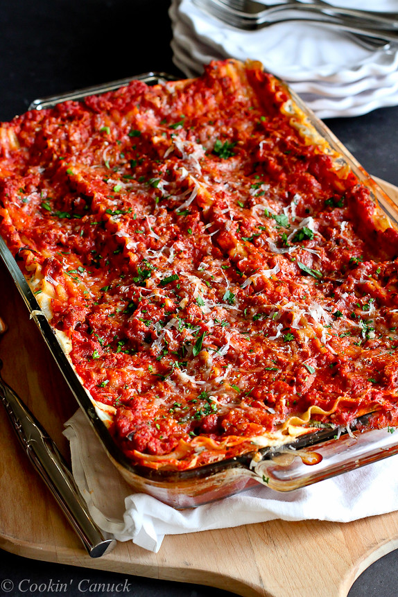 Best Low-Fat Turkey Lasagna...Great for feeding a crowd! 296 calories and 8 Weight Watcher PP | cookincanuck.com #healthy #pasta
