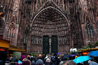 Marché de Noël au pied de la Cathédrale de Strasbourg
