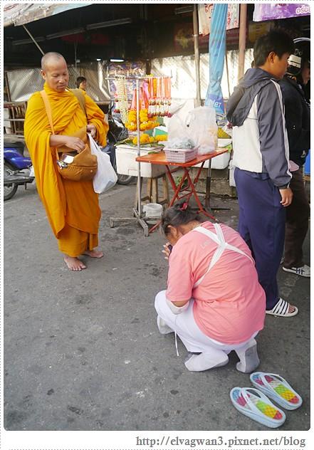 泰國-泰北-清邁-Somphet Market-Tip's Best Fresh Fruit Smoothie-市場-果汁攤-酸奶水果沙拉-燕麥水果優格沙拉-香蕉Ore0-泰式奶茶-早餐-5-580-1