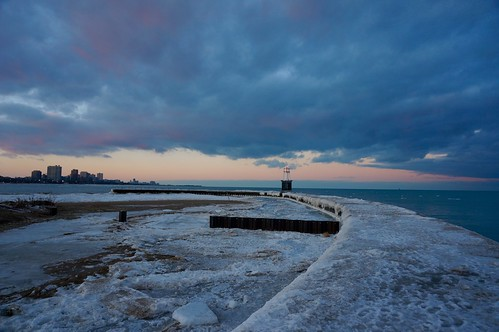 winter sunset lake chicago ice lakemichigan lakeshore lakefront northavenuebeach