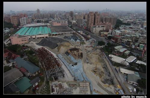 空拍多年未完工捷運新莊機廠。攝影:munch