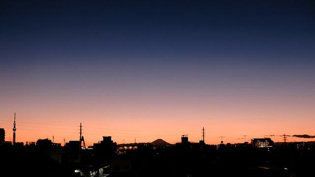 送電線のある夕景