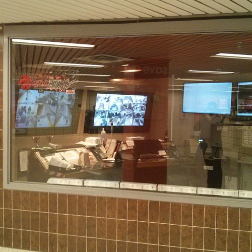 Office behind glass #toronto #yongeandbloor #blooryonge #ttc #subway #office #glass