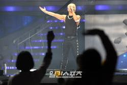 Taeyang-GoldenDisc-Awards-mainshow-20150114-Press-10