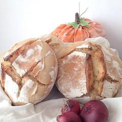 Günaydın :) Misafir ağırlıyorum.. #bebeklikedi #photography #bread #ekmek #eksimaya #eksimayalıekmek #dogal #dogalekmek #sourdough #sourdoughbread #naturel #gercekekmek #goodfood #goodmorning #gunaydın #homemade #handmade #baker #baking