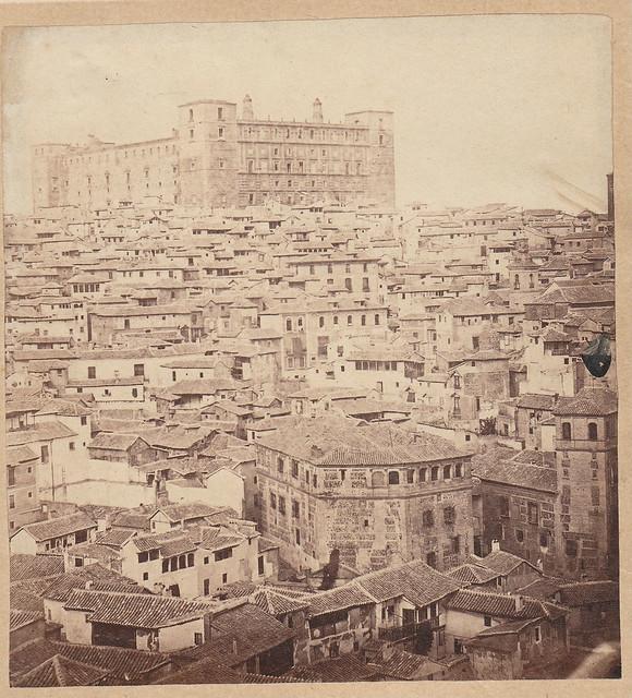 Colegio de Infantes (primer plano) y Alcázar (al fondo) en 1864. Fotografía de Alfonso Begue. Colección personal de Luis Alba.
