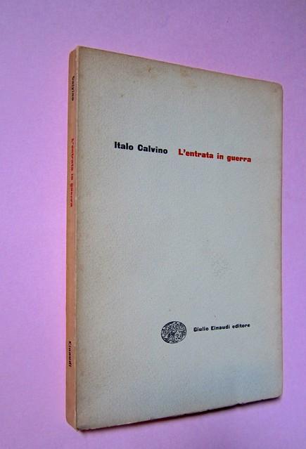 L'entrata in guerra, di Italo Calvino. Einaudi 1954. [Progetto grafico di Albe Steiner]. Dorso, copertina (part.), 1