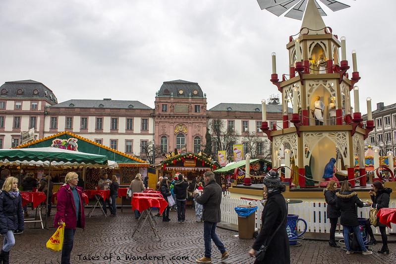 DARMSTADT - Marktplatz / Residenzschloss Darmstadt - (Darmstädter Weihnachtsmarkt)