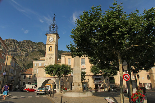 plaza france church square evening europe place july paca provence soir église sisteron 2014 alpesdehauteprovence forcalquier meteorry provencealpescôtedazur indubio provencealpescôted'azur intwominds placedudocteurrobert endeuxesprit