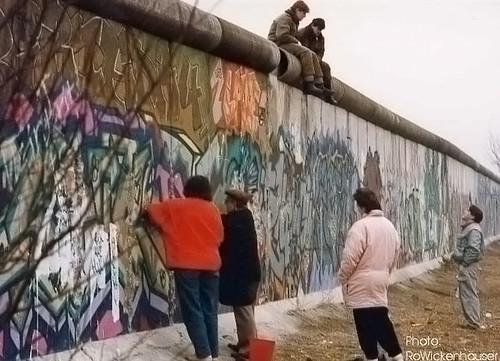Mauerspechte – Berliner Mauer, im Fall