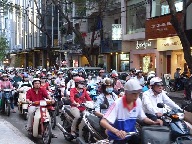 Tráfico de motos en Saigón (Vietnam)
