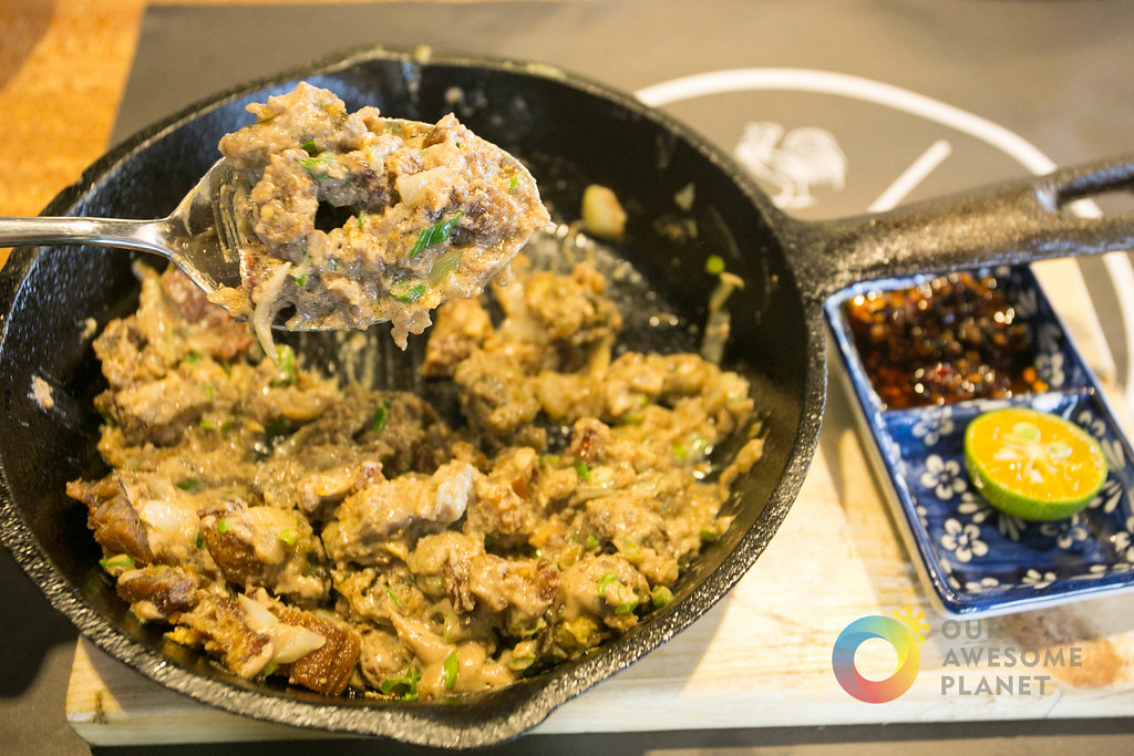Lechon & Oyster Sisig (P400 +10% service charge)