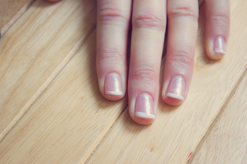 queenie and the dew: DIY Shellac gel nail French manicure