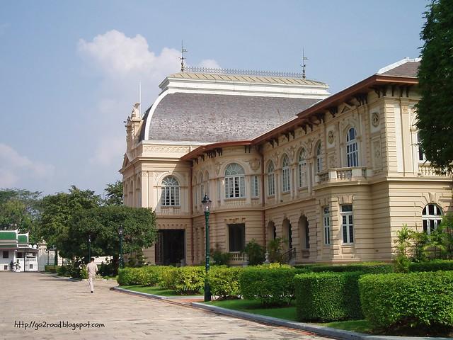 Бангкок, Королевский дворец, Бором Пхиман