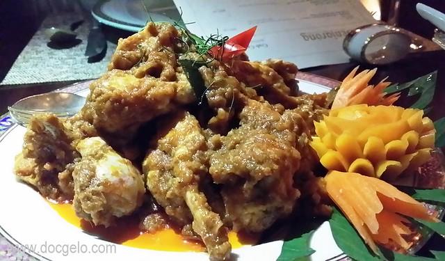 Crab craze at benjarong royal thai cuisine dusit thani for Aroma royal thai cuisine