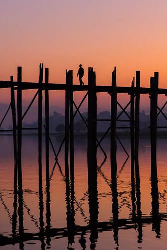 travel bridge shadow sky sunrise canon dusk burma myanmar crépuscule mandalay pagan bagan amarapura ubeinbridge ubein birmanie markiii canon5dmarkiii 5dmarkiii ပုဂံ ဦးပိန် တံတား