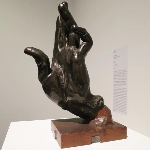 この、高村光太郎の有名なブロンズ彫刻作品の、手のポーズのやり方が、解説のとこに書いてあるんだよ!いっぺんにこの美術館が好きになりました。