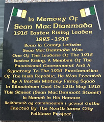 Photo of Sean Mac Díarmada black plaque