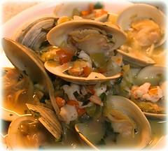Clams, Shrimp & Linguine in White Wine Sauce
