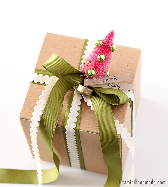 DIY Bottle Brush Tree Gift Toppers   www.vitaminihandmade.com