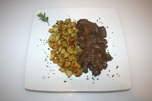 50 - Viennese majoram beef with roast potatoes - Served / Wiener Majoranfleisch mit Röstkartoffeln - Serviert