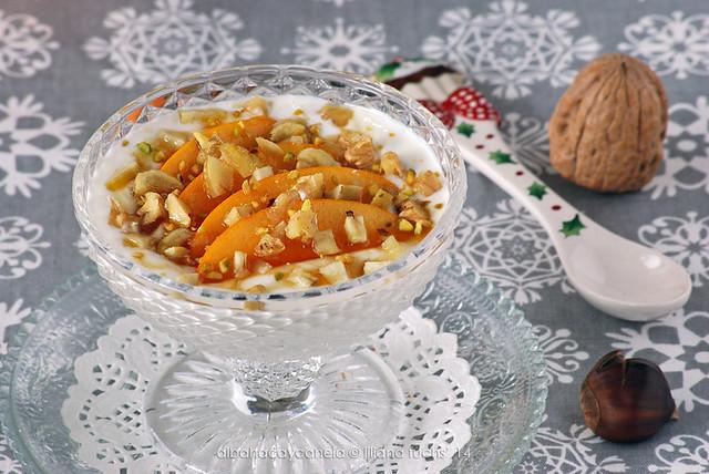 Copa de Persimón con yogur, frutos secos y miel