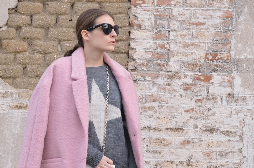 lara-vazquez-mad-lula-style-streetstyle-look-soft-pink-coat-grey