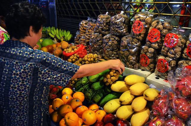 Puestecillos de fruta de Chinatown en Bangkok