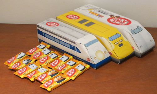 Shinkansen みかん (mikan) Kit Kats Feat. Dr Yellow (Japan)