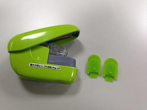 訂書機本體與專用造型(釘孔保護夾)@PLUS無針訂書機6枚(SL-106NB)