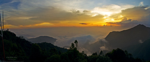 travel sunset sky panorama sun mountain color colour clouds photography golden nikon asia top kitlens peak cameron hour malaysia vista colourful 1855mm aasia pahang photograher dx d5100