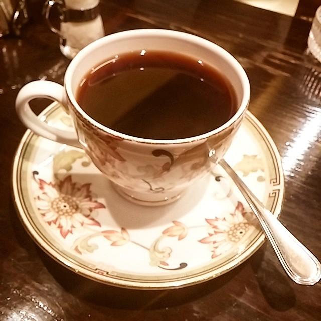 数年ぶりの御多福珈琲。マスターのコーヒーをいれる所作をずっと見ていた。