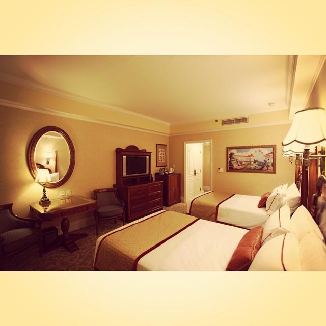香港迪士尼樂園酒店,一晚NTD18000,友人表示:比礁溪老爺還差...