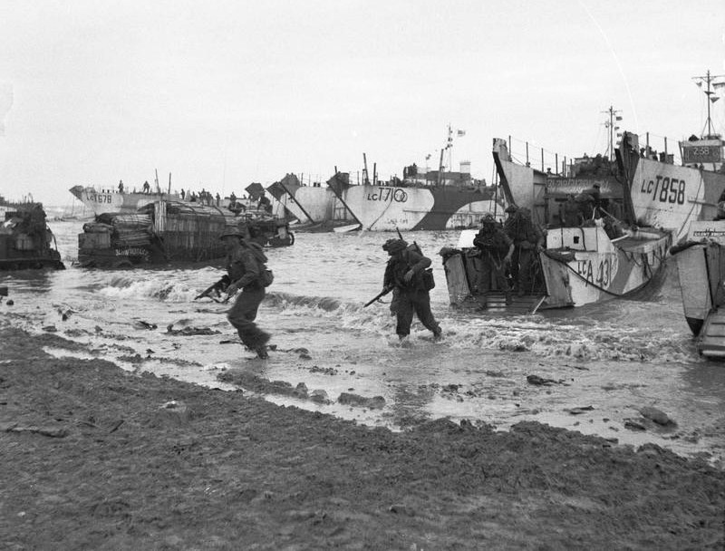 Commando coming ashore from LCAs (Landing Craft Assault) on Jig Green beach, Gold area, 6 June 1944