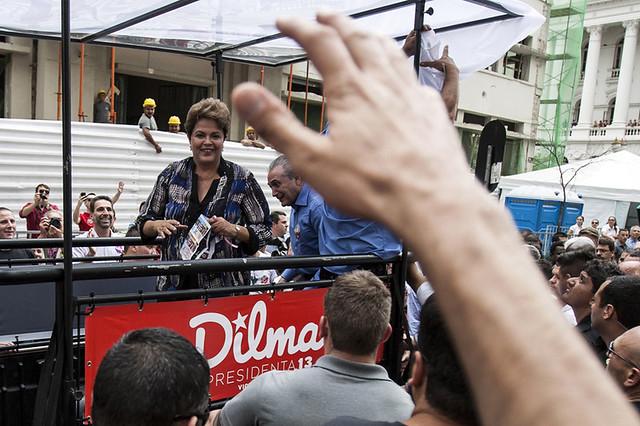 Candidata Dilma Rousseff em Curitiba - CURITIBA - 17/10/2014 - Voto em Imagens