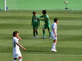 和田選手に何やら声を掛ける小林選手。主将の雰囲気が漂ってきた。
