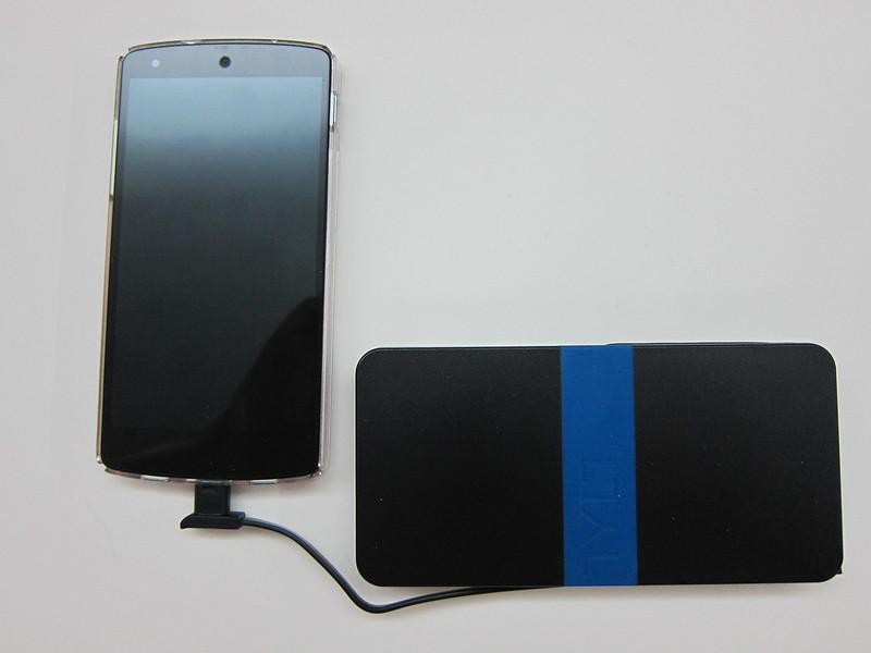 TYLT Energi 5k+ Battery Pack - Charging Nexus 5