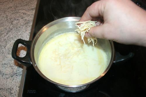 29 - Hälfte des Käse einrühren / Stir in half of cheese
